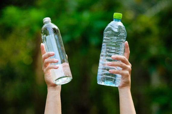 Butelki szklane a bidony z tworzywa – porownanie rozwiazan