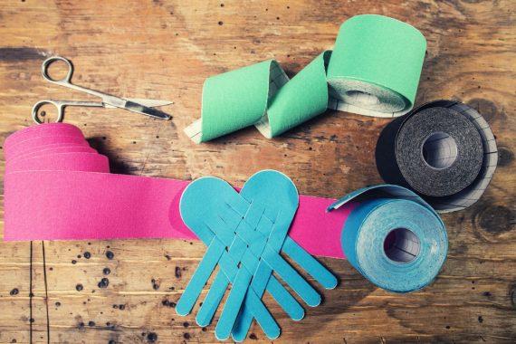 Kinesiotaping – na czym polega terapia i jakie daje efekty