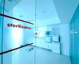 Kontenery pojemniki i puszki sterylizacyjne czyli podstawowy sprzet medyczny w roli glownej