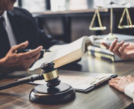 Wlasny dzial prawny w firmie czy wspolpraca z kancelaria radcow prawnych